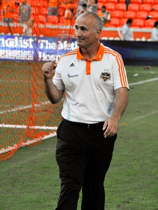 Dynamo coach Dominic Kinnear fist