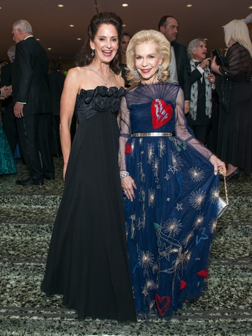 34 Laurie Morian, left, and Lynn Wyatt at the MFAH Grand Gala October 2014