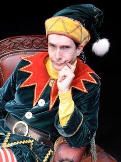 News_Alley Theatre_The Santaland Diaries_Todd Waite_as Crumpet