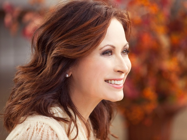 Linda Eder, head shot