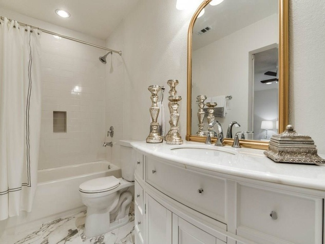 1639 Homewood Pl Dallas house for sale master bathroom