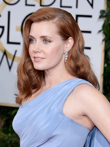Tiffany jewelry at Golden Globes January 2015 Amy Adams in Tiffany drop earrings in platinum with diamonds, five-row bracelet in platinum with diamonds, ring with a 2.12-carat cushion modified brilliant diamond and two Tiffany Metro five-row rings in 18k w