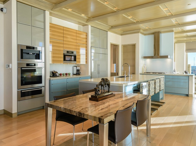 2555 Pearl #2200 kitchen