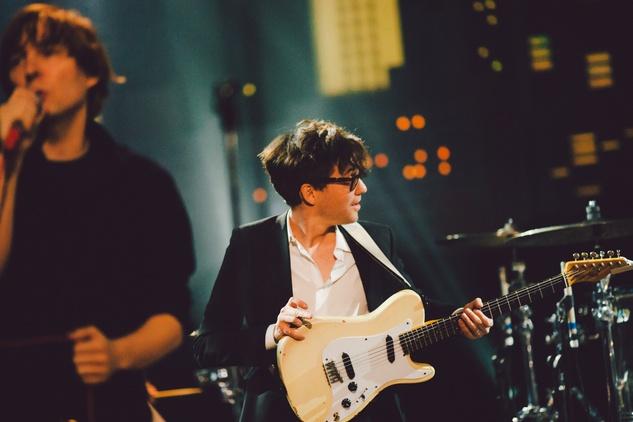 Phoenix guitarist in color