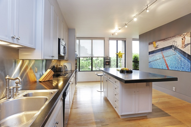 4 On the Market 21 Briar Hollow 802 penthouse with rooftop garden June 2014 kitchen