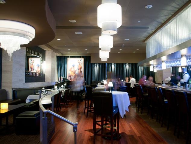 News_bar_V Lounge_Eddie V's_West Avenue
