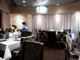 News_Eddie V's_dining room