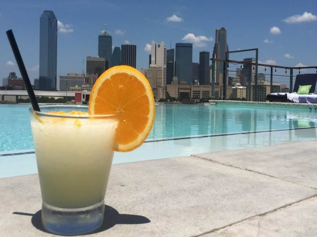 Nylo Dallas South Side Soda Bar cocktail and pool