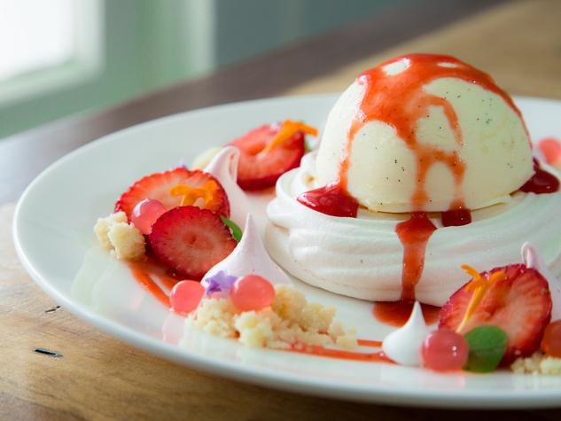 Stagecoach Inn strawberry kiss