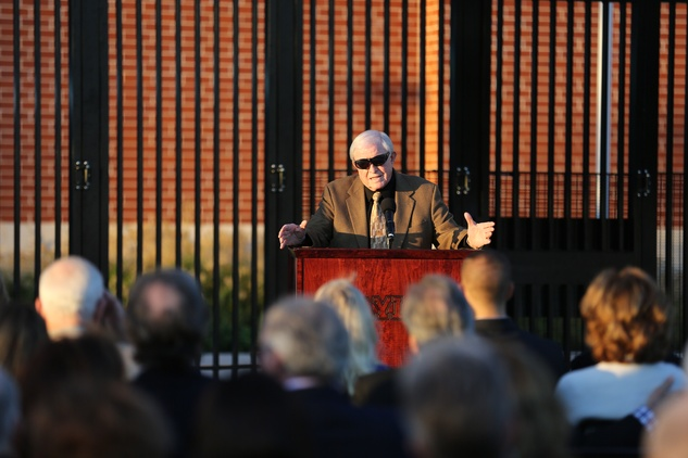 News, Shelby, John eddie Williams statue event, Nov. 2015, Grant Teaff
