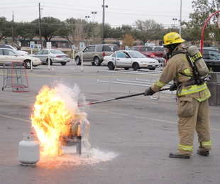 Austin photo: News_ryan lakich_turkey fryer_november 2011_fire
