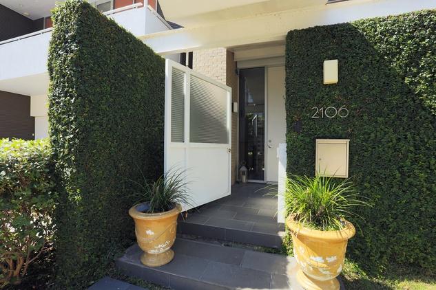 On the Market 2106 Crocker Fulton Davenport house August 2014 front door
