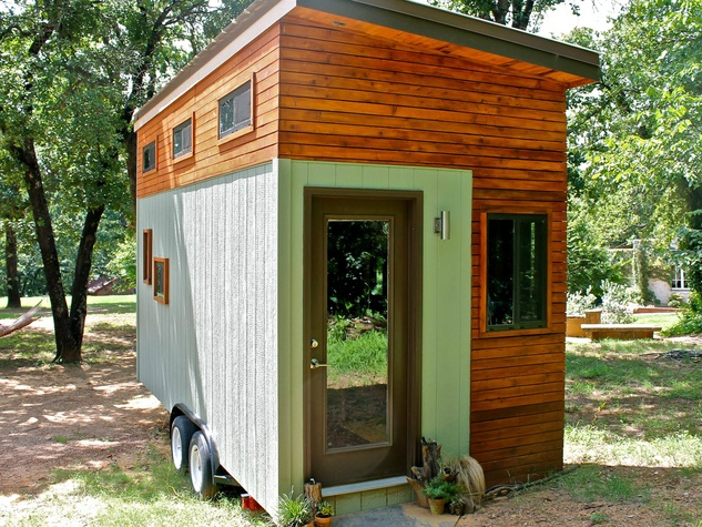Ingenious Austin student builds his own tiny house and lives debt