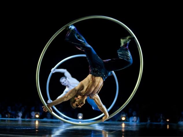 Cirque du Soleil - Corteo - circle dance