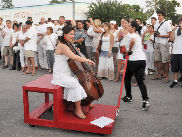 022_White Linen Night, August 2012, traveling musician