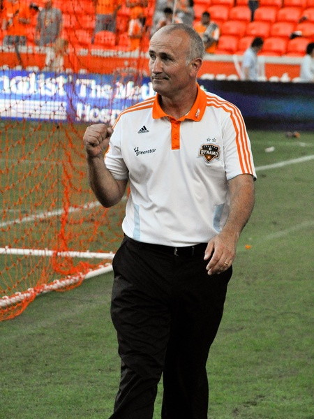 Dynamo coach Dominic Kinnear fist