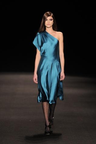 Monique Lhuillier satin dress fall 2015 collection