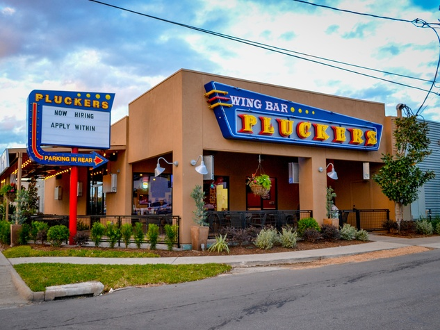Pluckers Wing Bar Houston November 2013 exterior day