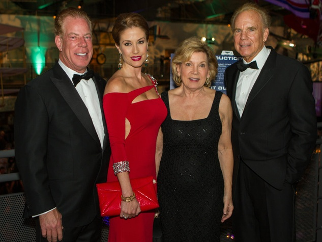 Scott Ginsburg, Gina Ginsburg and Marianne and Roger Staubach, fof gala