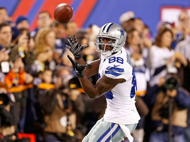 Dez Bryant catching the ball