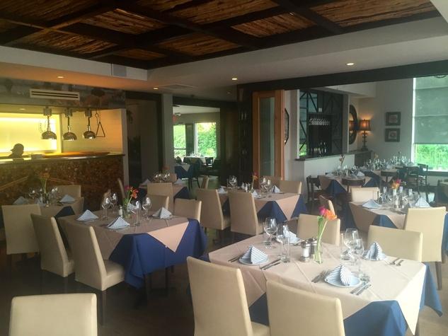 Harwood Grill dining room