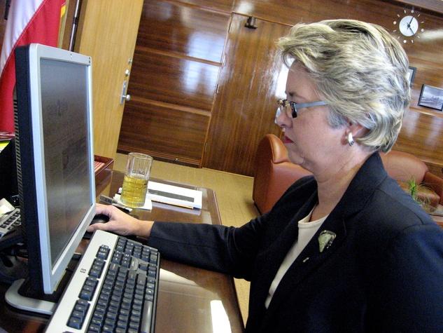 Mayor Annise Parker on computer