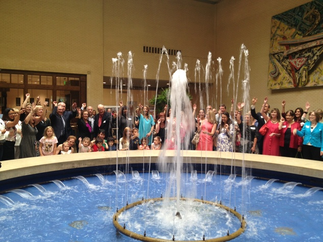 Nasher coin toss at NorthPark Center fountain