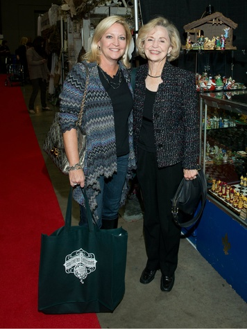 Dee Carter and Bitsy Carter, chi o christmas market