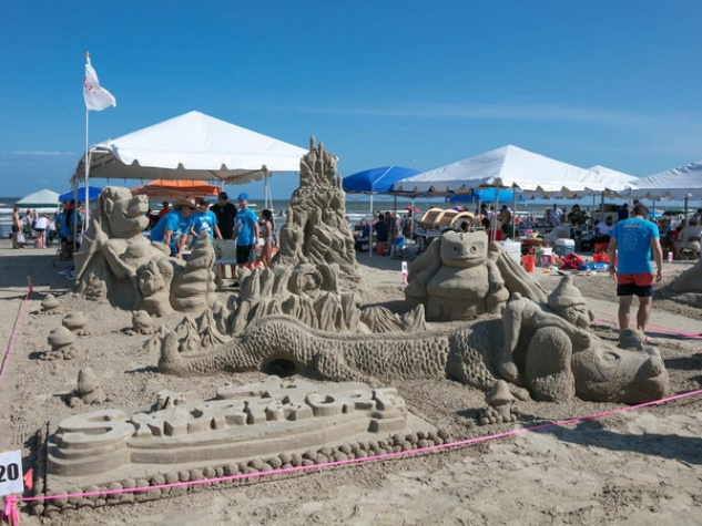 Houston Architects Display Their Skills At Sandcastle Competition - The 10 coolest sandcastle competitions in the world