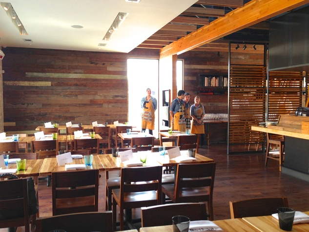 Qui wide interior with waiters