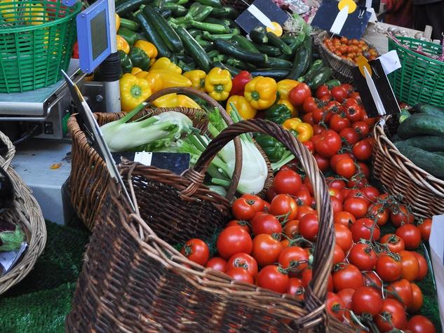 News_Paris_farmers_market_June_2011