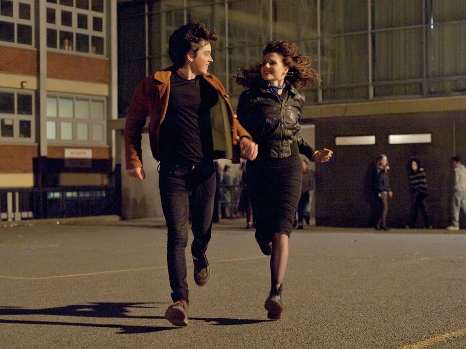 Ferdia Walsh-Peelo and Lucy Boynton in Sing Street