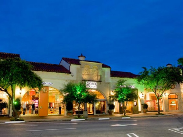With over unique retailers, restaurants and legendary department stores, NorthPark Center offers and unparalleled luxury shopping experience.