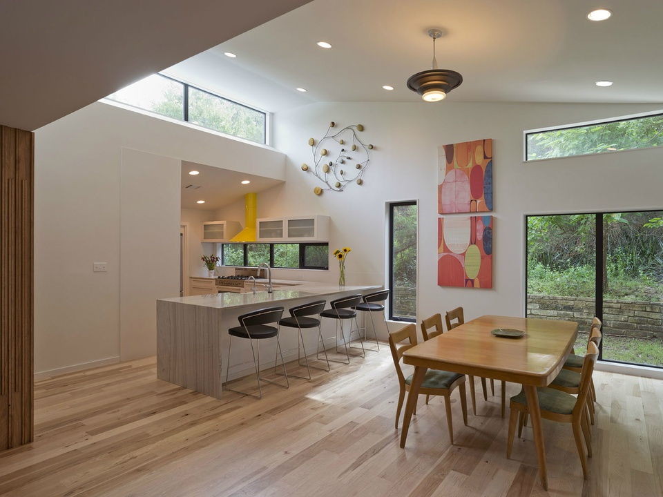 2016 Modern Home Tour house 1907 Barton Parkway Chris Cobb Architecture dining kitchen