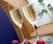 News_Sarah_No Reservations_champagne_strawberries