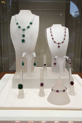 52 Emerald and ruby necklaces with diamonds at the Zadok jewelry dinner November 2014