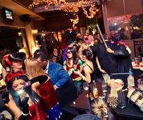 News_16_ZaZa_Halloween party_October 2011_Crowd_venue
