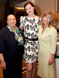 News_Connie Lindsey_Geena Davis_Mary Vitek