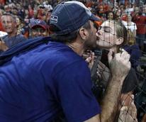 Kate Upton kissing Justin Verlander