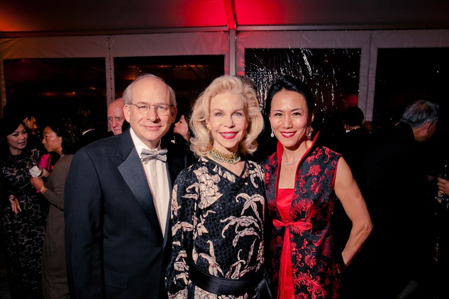 20 David W. Leebron, from left, Lynn Wyatt and Y. Ping Sun at the Asia Society Tiger Ball March 2015