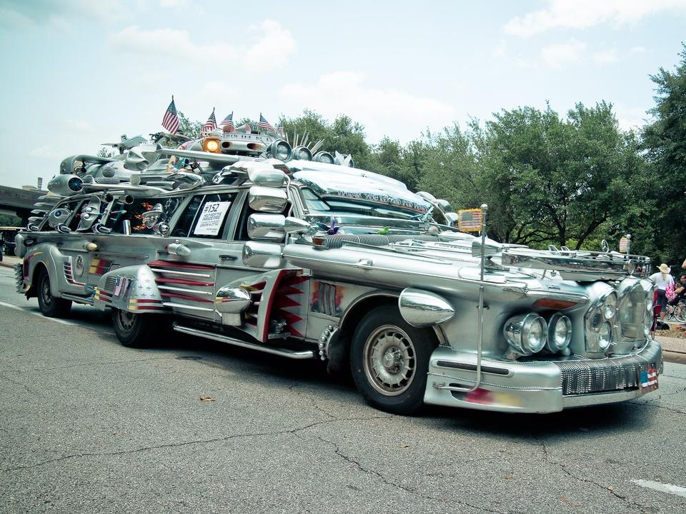 News_012_Art Car Parade