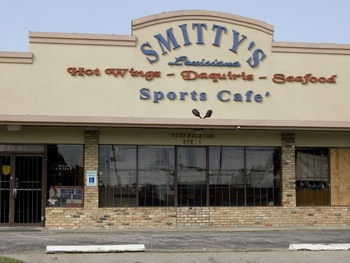 Places-Eat-Smitty&#39;s Louisiana Cafe and Bar-exterior-1