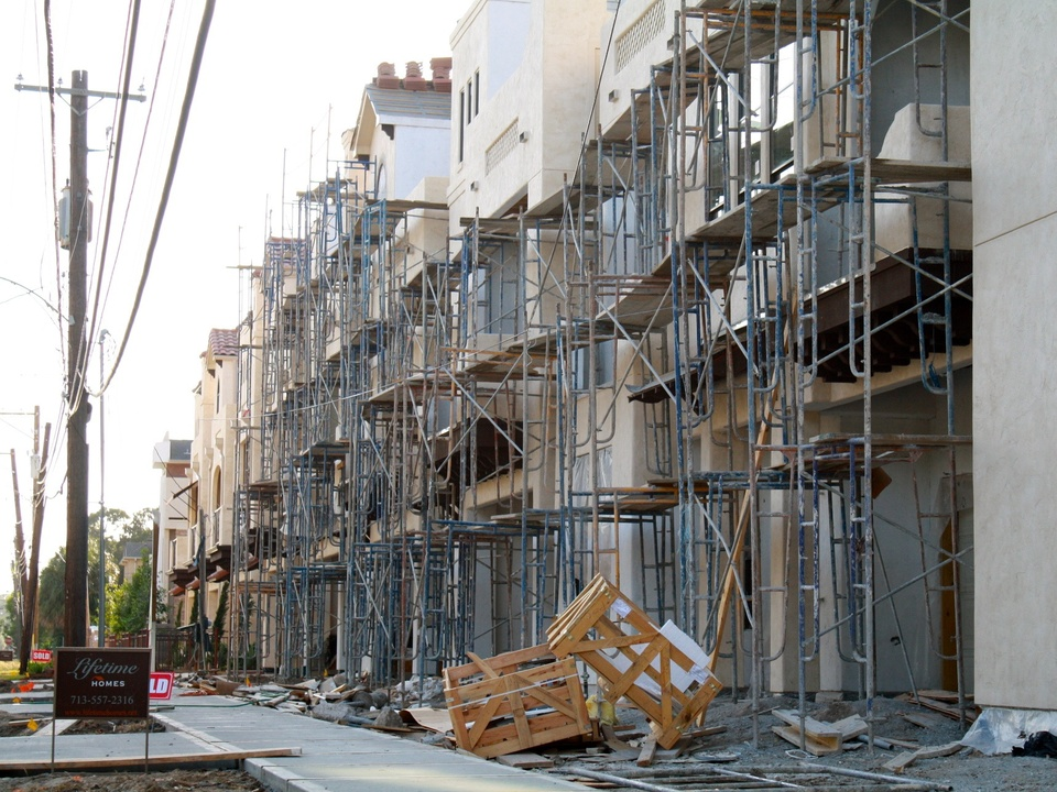 News_Steven_Tin houses new construction