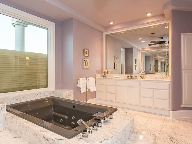 6603 Courtyard Austin house for sale bathroom
