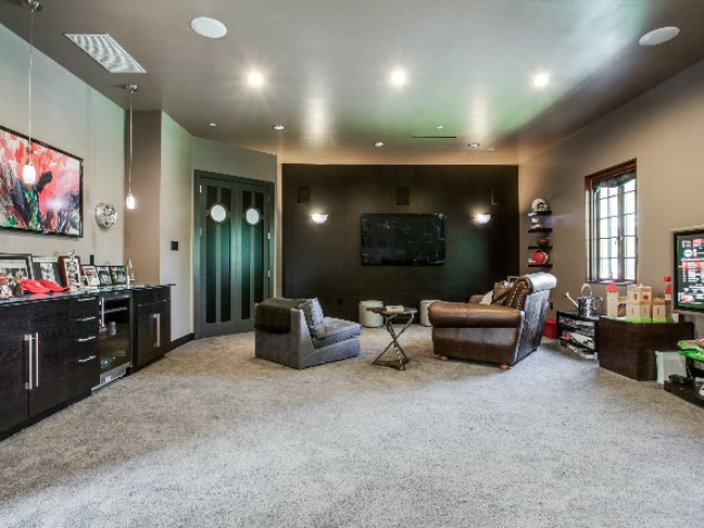 Master bedroom at 8211 Inwood Rd. in Dallas
