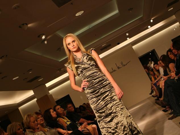 News_Nicole Miller_model