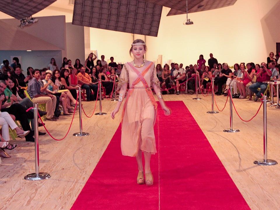 News_9_CAM_Teen fashion show_May 2012