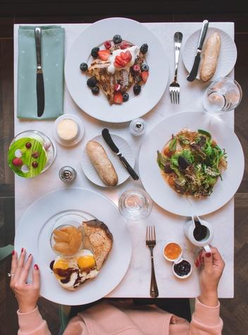 Hotel Alessandra Lucienne brunch spread