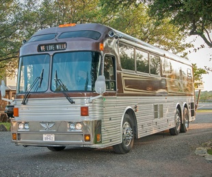 Paul & Me Tour Bus Wille Nelson Family Band Paul English Vintage Innovations