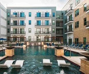 San Antonio apartment pool